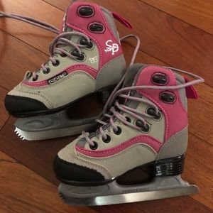 Girl skates size 8 for toddler